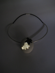 "Picture of ""evol.3"", a jewellery piece by Andrea Nabholz"
