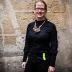 Anne-Wiedau-con-pieza-de-Cristina-Marti-Mato