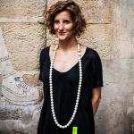 Aude-Medori-con-pieza-de-Nathalie-Perret
