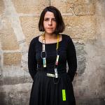 Patricia-Correia-Domingues-con-pieza-Reka-Fekete